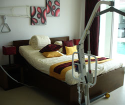 Services hotels guesthouses apartments - Accessible Villa ToiletteVilla Bedroom with hoist
